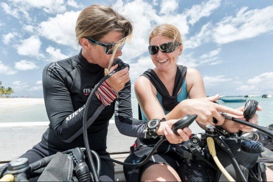 laer at scuba dykke apprenez à plongée Learn to Scuba dive Schnuppertauchen mit SeaUrchin Mauritius